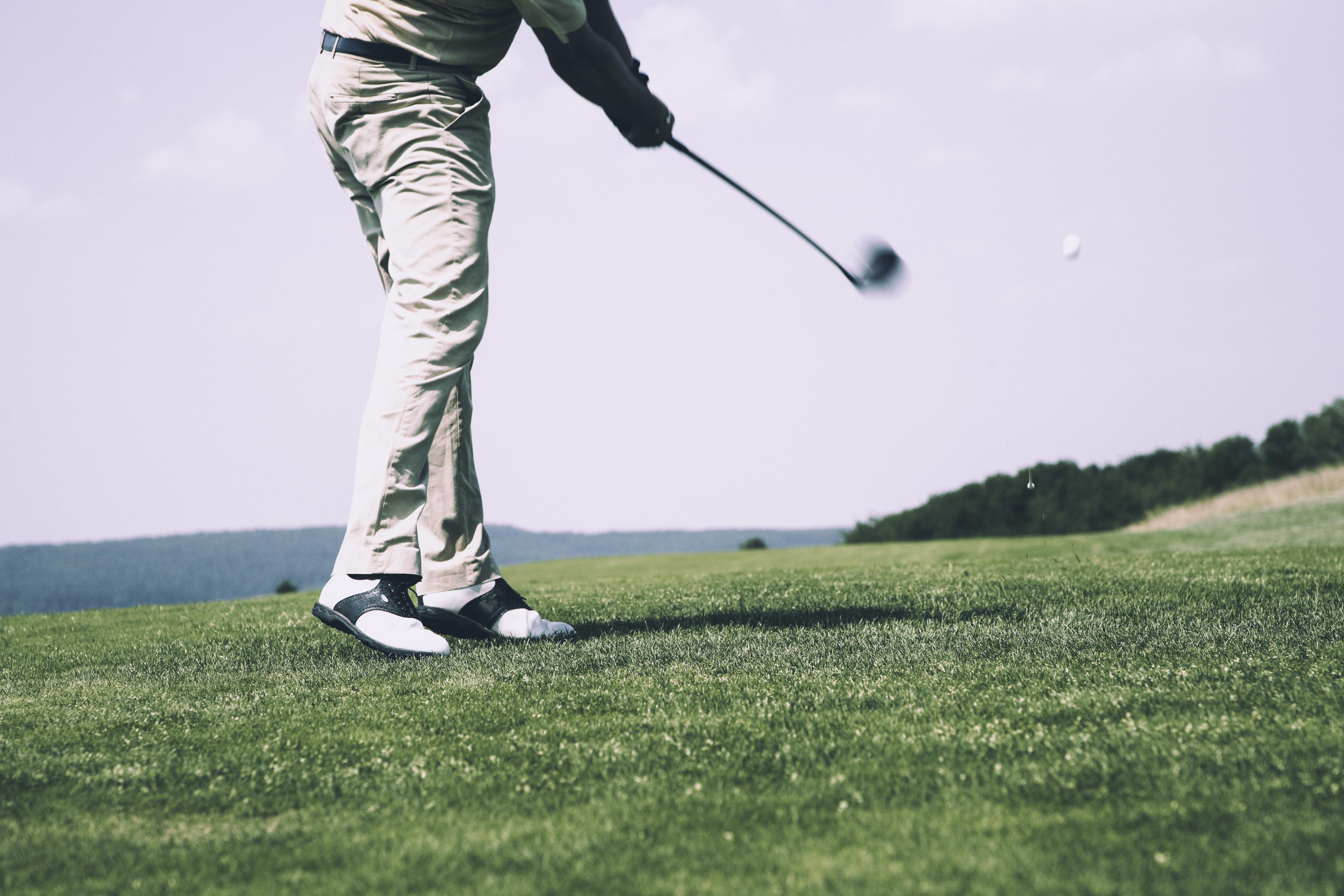 Spil golf i Dubai: Luksus, lokale traditioner og kontraster i de vildeste omgivelser