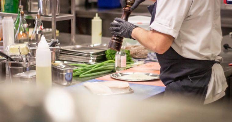 Funktionelle og behagelige kokkebukser til køkkenet