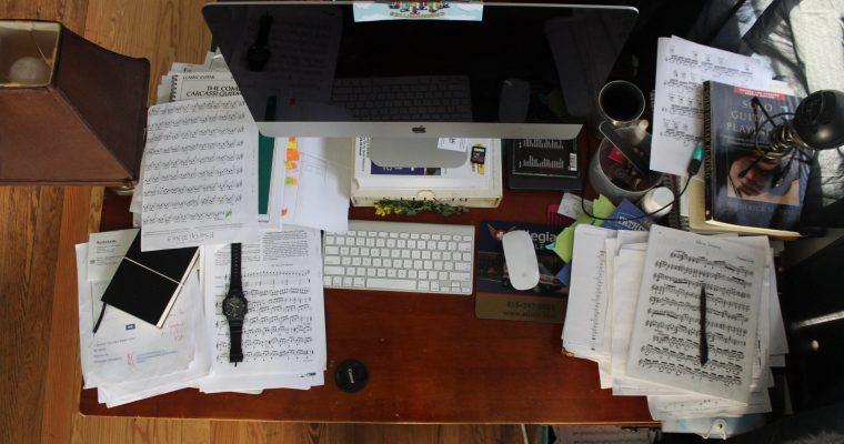 Få orden på skrivebordet med en brevbakke